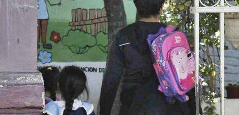 Campana noticias suspenden las clases en un jard n tras for Amaru en la puerta de un jardin