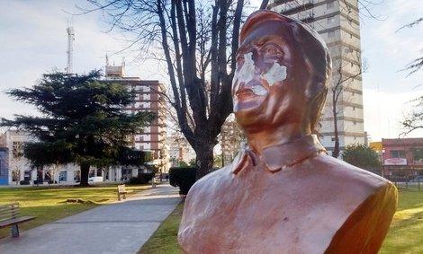 Vándalos destruyeron una estatua de Nestor Kirchner